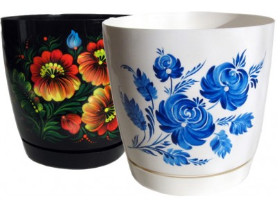 Painting and airbrushing on flower pots